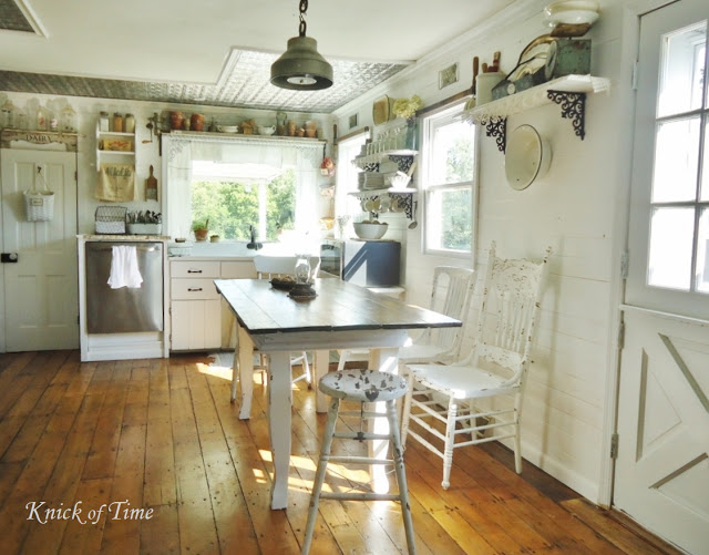 white farmhouse kitchen - www.knickoftime.net
