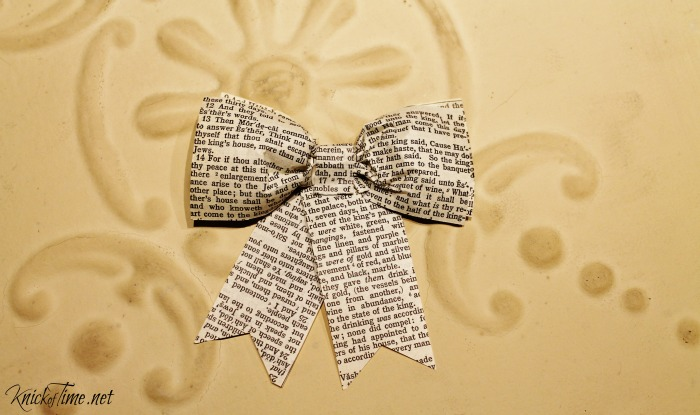 how to make the perfect book page paper bow - Knick of Time