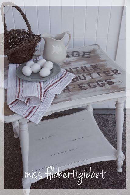 create a rustic accent table for farmhouse decor