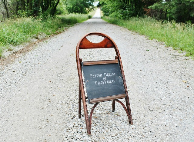 How to turn a wooden folding chair into a standing chalkboard | www.knickoftime.net