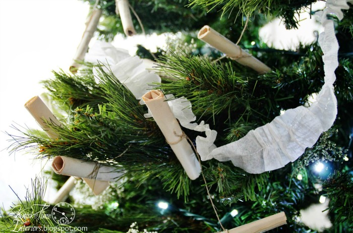 Vintage Christmas Decorations crepe paper garland via Knick of Time | knickoftime.net