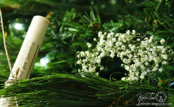 Baby's breath in Christmas tree via Knick of Time | knickoftime.net