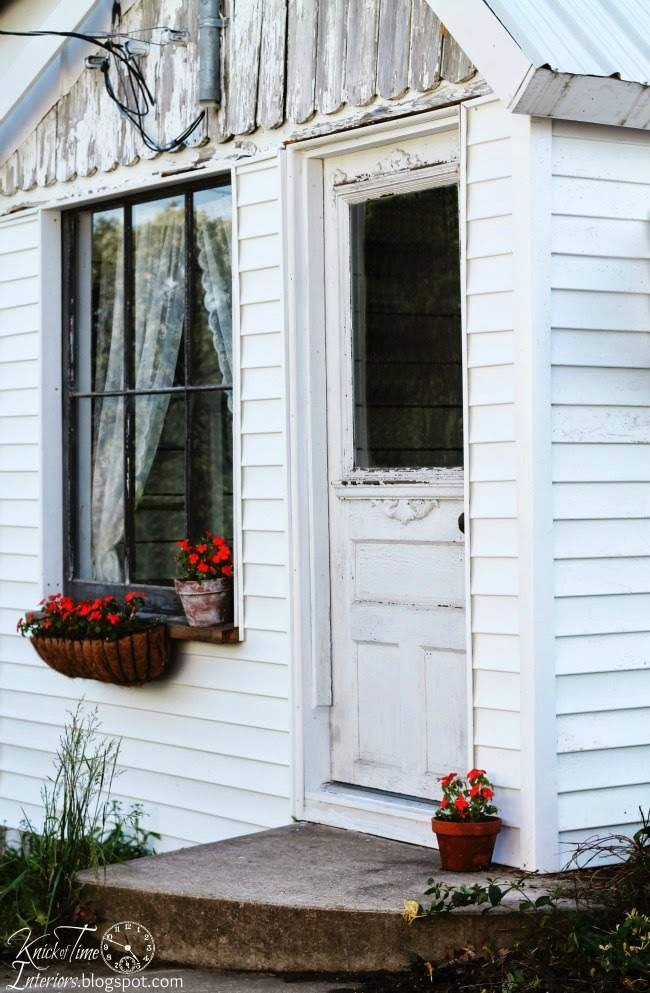 Cottage Guest Room in an Old Farmhouse Shed | www.knickoftime.net