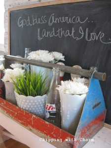 Chipping with Charm: July 4th Centerpieces...http://www.chippingwithcharm.blogspot.com/
