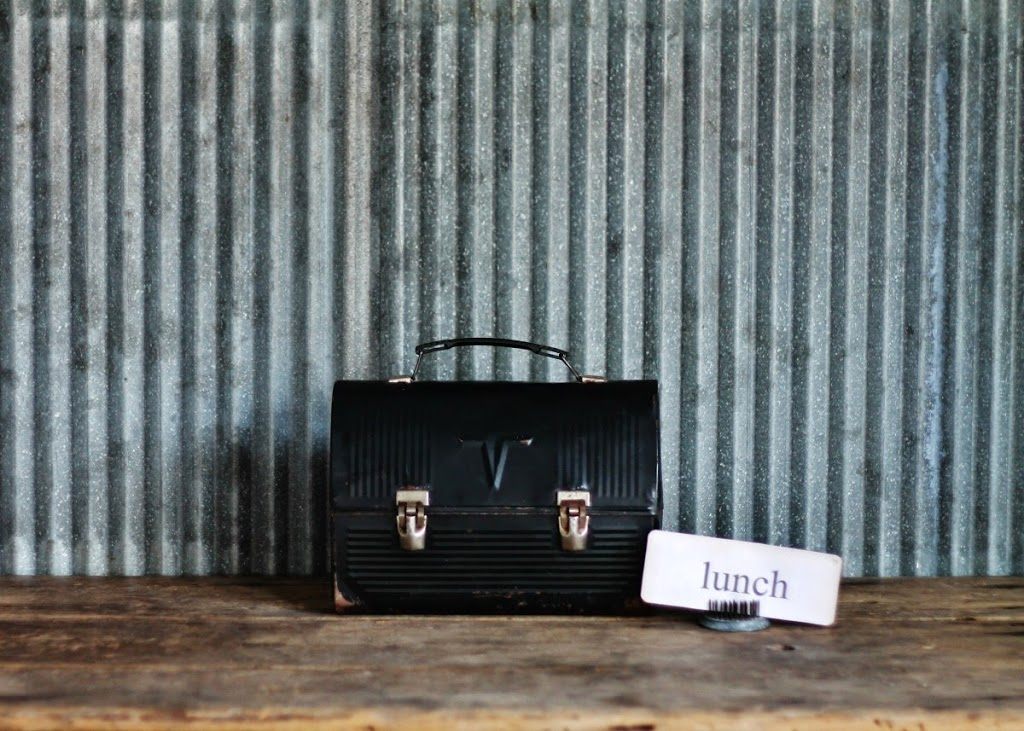 Vintage Lunch Box via Knick of Time