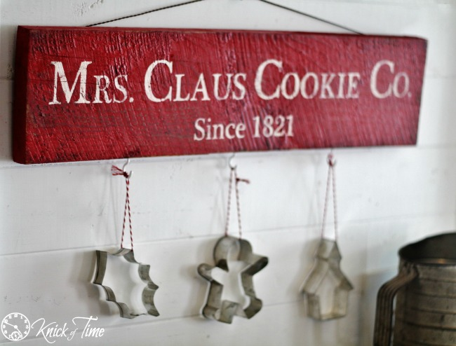 DIY Mrs. Claus Cookie Co. Rustic Sign for Christmas | www.knickoftime.net