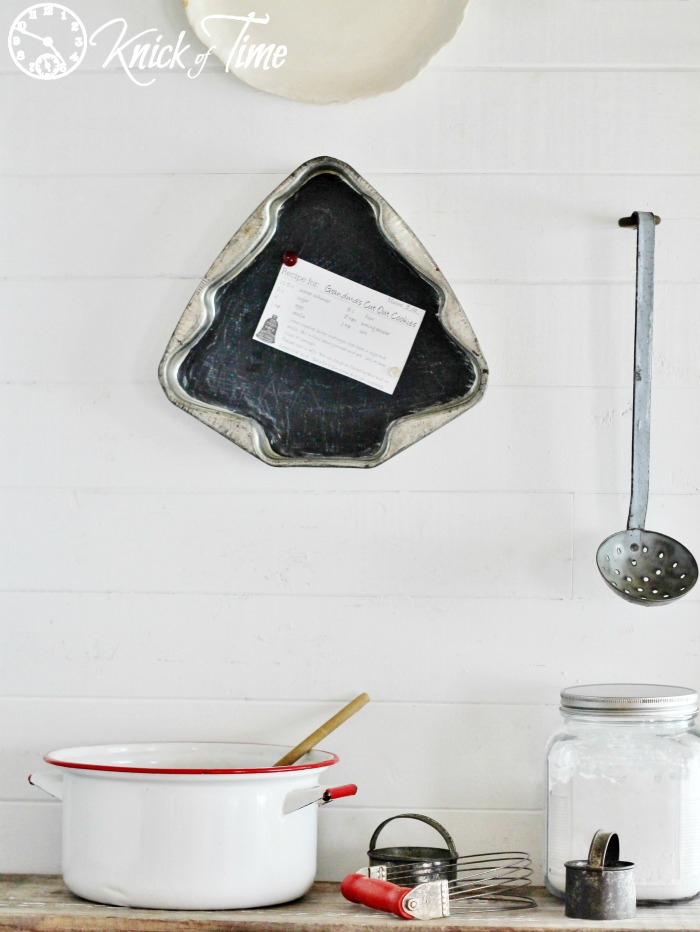 repurposed cake pan chalkboard