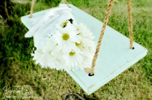 DIY Old-Fashioned Wooden Swing
