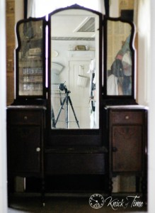 antique dressing table before makeover