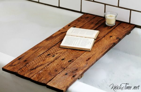 DIY pallet wood bathtub table