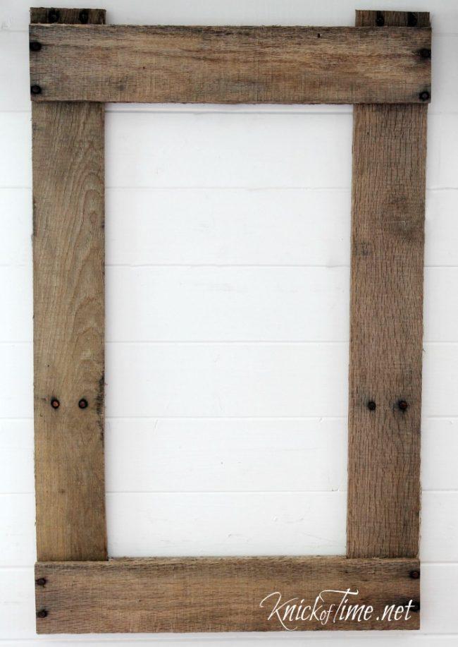 DIY rustic pallet wood frame - www.knickoftime.net