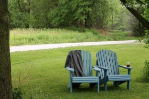 Adirondack Chairs Makeover in Two Shades of Blue