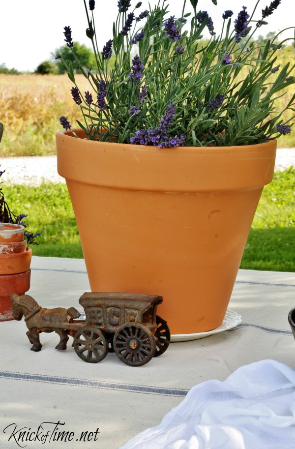 antique toy as table decor at the Welcome Home Summer Tour - KnickofTime.net