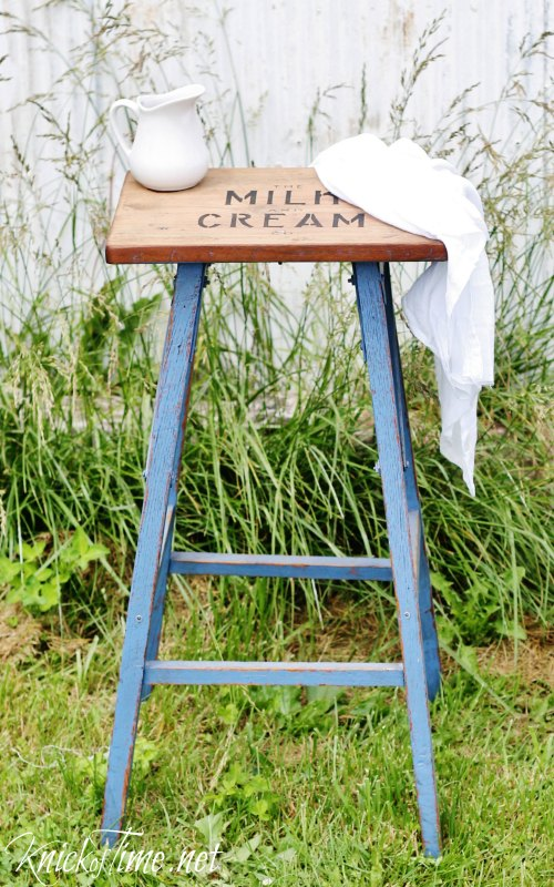 blue farmhouse stenciled stool - KnickofTime.net