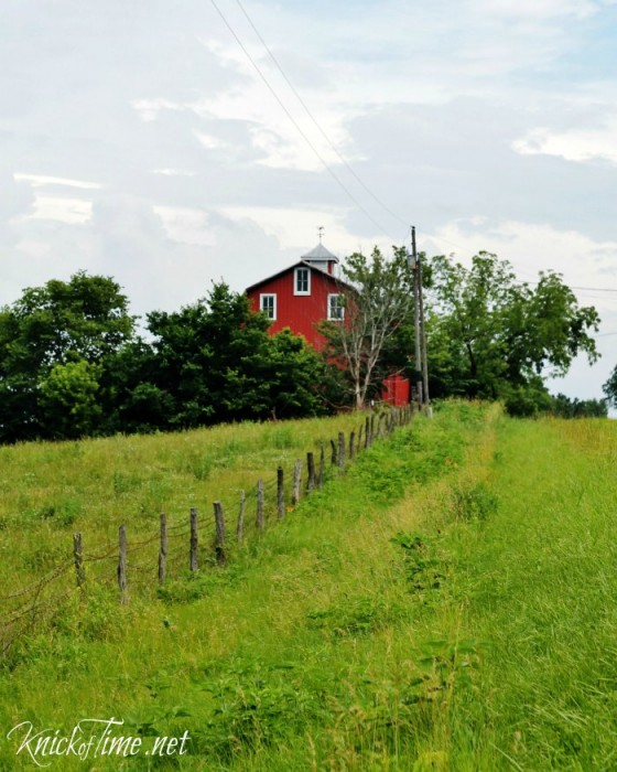 old red barn with weather vane via Knick of Time