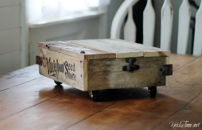 DIY Industrial Cart from Pallet Wood | www.knickoftime.net