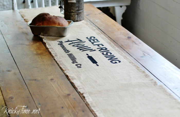 DIY Stenciled Farmhouse Burlap Table Runner | www.knickoftime.net