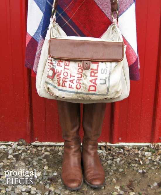 Feed Sack Purse - farmhouse decor projects at KnickofTime.net