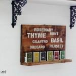 herb names sign spice rack