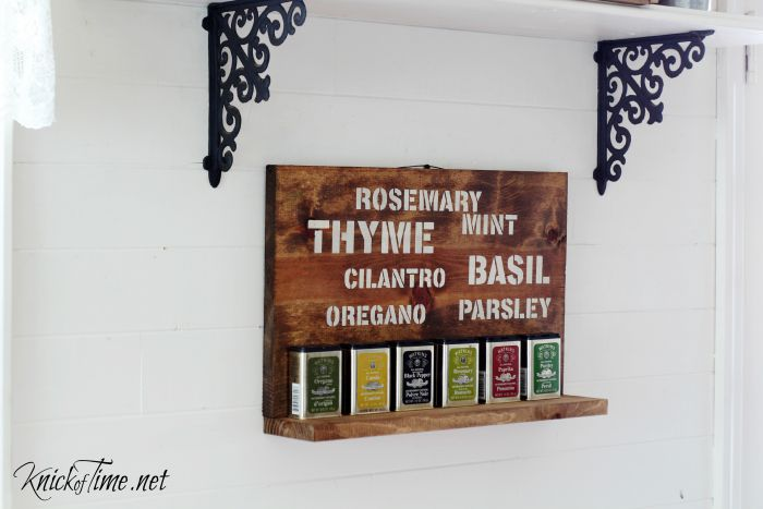 herb names sign spice rack