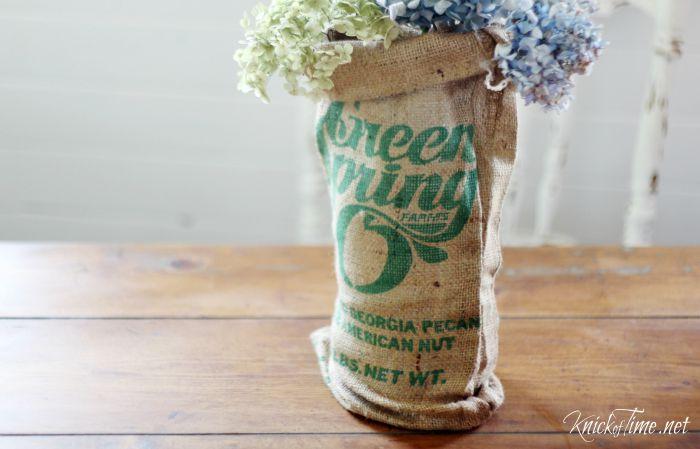 burlap bag mason jar vase cover - KnickofTime.net