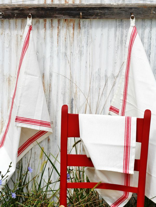 farmhouse towels available from KnickofTime.net