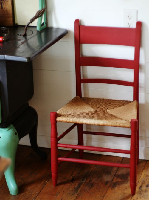 red farmhouse chair - KnickofTime.net