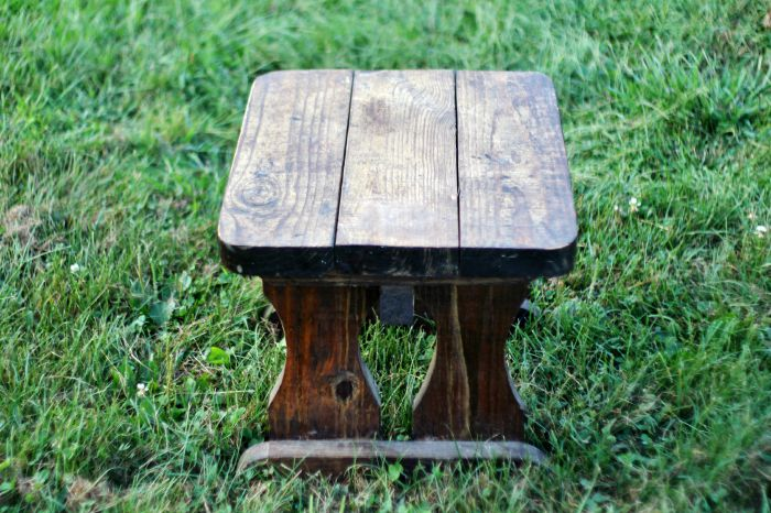 rustic bench before makeover - KnickofTime.net