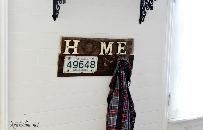 Turn rusty junk into a unique pallet wood home sign coat rack - KnickofTime.net