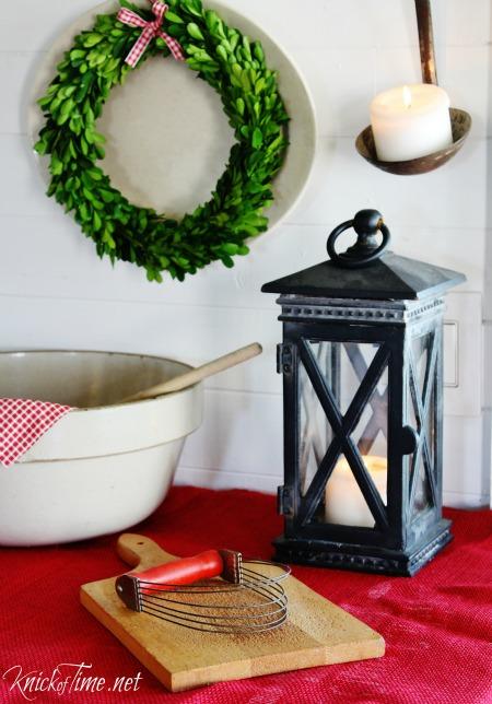 Farmhouse Kitchen - Country Christmas decor - KnickofTime.net