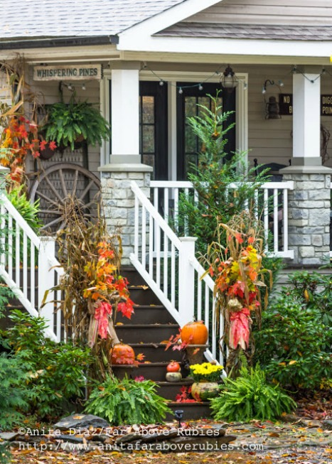 Autumn porch decor featured at KnickofTime.net