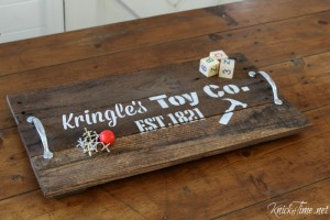 Make a Santa Inspired Pallet Wood Christmas Tray