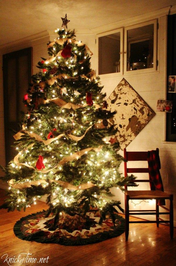 Farmhouse Christmas Tree lights - KnickofTime.net