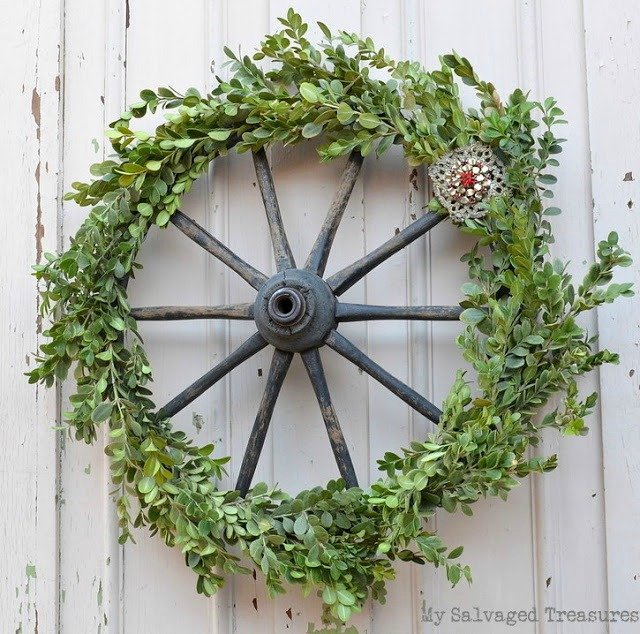 Boxwood wagon wheel wreath