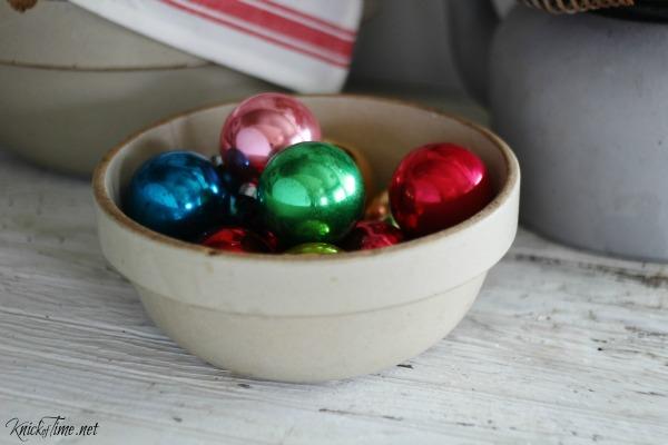 Christmas in the kitchen |vintage shiny bright ornaments | KnickofTime.net