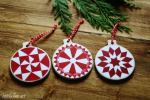 red quilt block DIY Christmas ornaments - KnickofTime.net