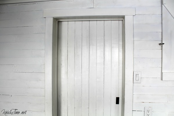 sliding barn door in entryway - KnickofTime.net