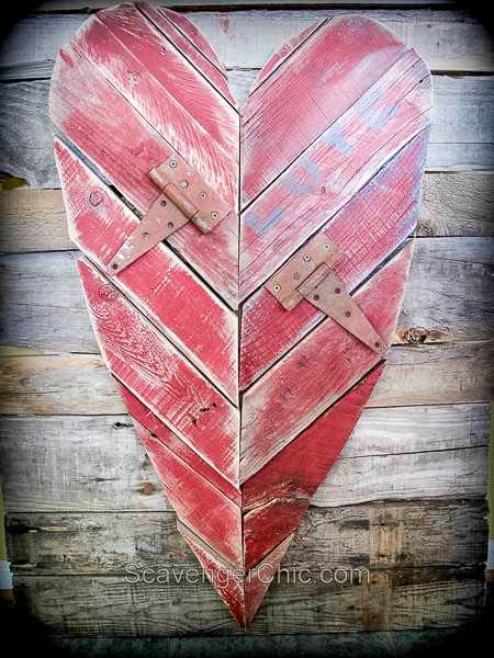 rustic pallet wood Valentine heart - featured at KnickofTime.net