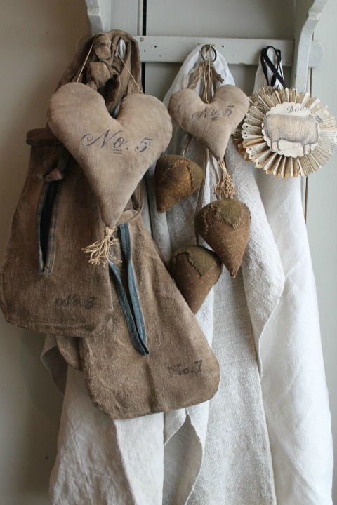 exceptional Primative Hearts Part - 11: Primitive fabric valentine hearts - featured at KnickofTime.net