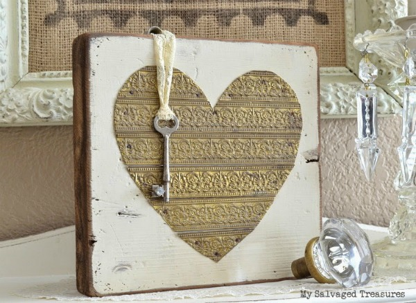 rustic wood and repurposed metal Valentine heart - featured at KnickofTime.net