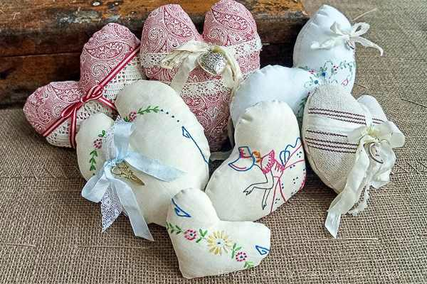 vintage linens fabric hearts - featured at KnickofTime.net
