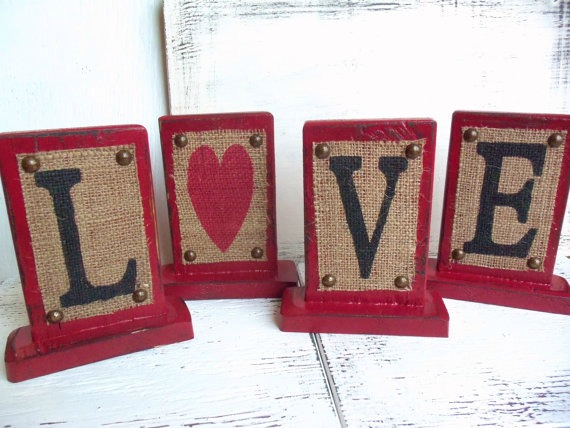 burlap wood block valentine hearts - featured at KnickofTime.net