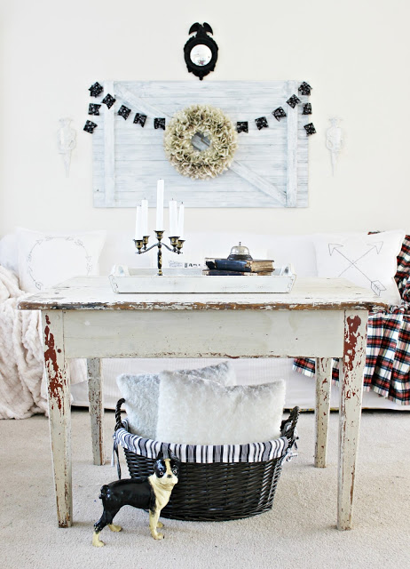black and white cottage decor