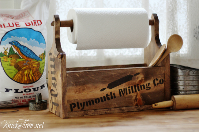 This farmhouse wooden tote has bread board shaped sides and a built in paper towel holder! - KnickofTime.net