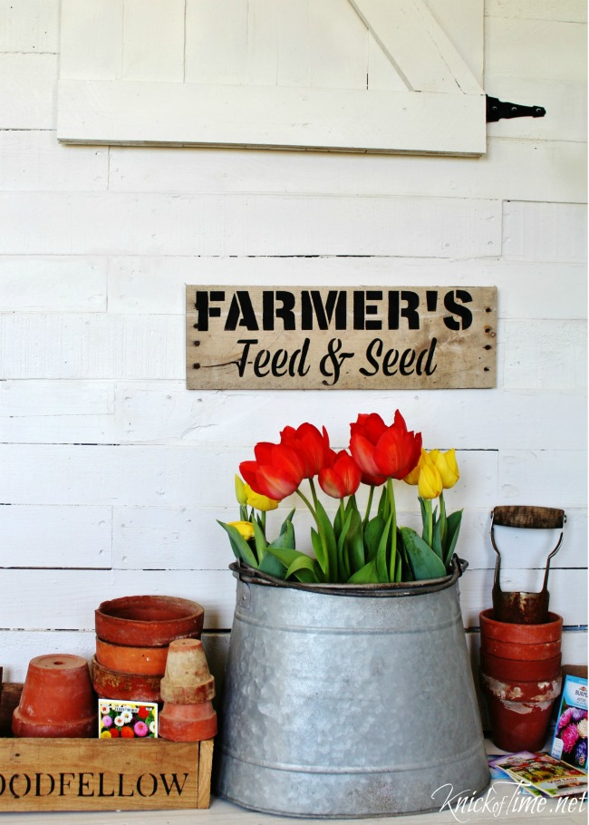 Pallet wood sign Vintage Sign Stencil Farmer's Feed and Seed - KnickofTime.net