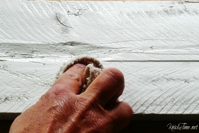 Valspar Chalky Finish Spray Paint review on painted pallet wood - KnickofTime.net