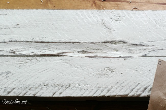 Distressing painted pallet wood - KnickofTime.net