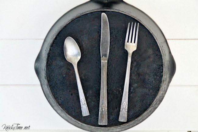 Use a cast iron skillet as a magnet board to hold recipe cards in the kitchen! - KnickofTime.net
