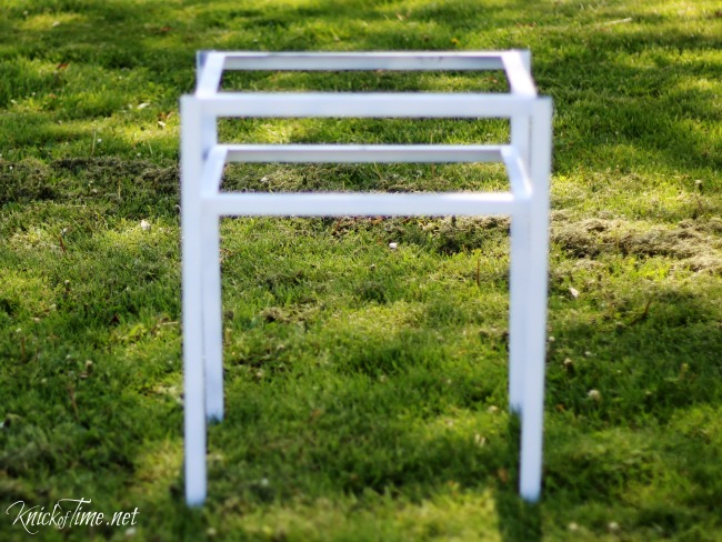 Painting a Farmhouse Accent Table - KnickofTime.net