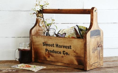DIY mason jars picnic tote - KnickofTime.net